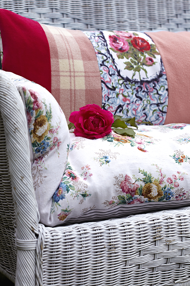 how to make a bench cushion sarah moore craft projects. Black Bedroom Furniture Sets. Home Design Ideas